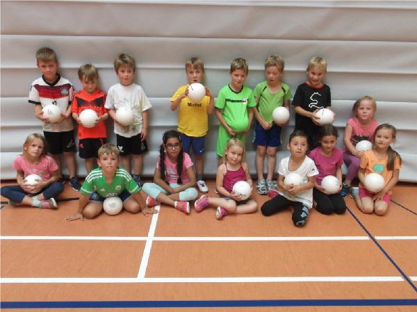 """1./2. Schuljahr  """" Spielen mit Hand und Ball"""""""